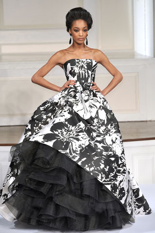 Bold B&W graphics are important for evening as well.  Oscar de la Renta