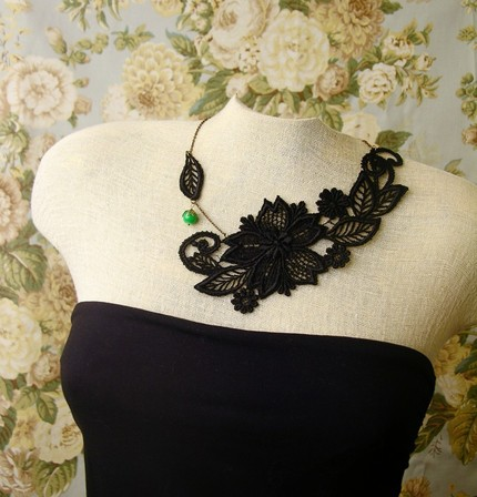 Black lace necklace.  Photo:  beadinggem.com